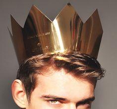 gold crown  // LILI CLASPE