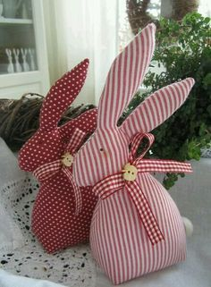 Stoffhasen für Ostern Fabric bunnies for Easter Easter Projects, Craft Projects, Sewing Projects, Bunny Crafts, Easter Crafts, Easter Decor, Spring Crafts, Holiday Crafts, Happy Easter