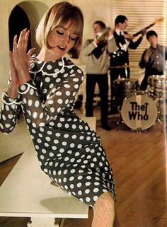 Mod fashion shoot with The Who in the background. 60s And 70s Fashion, Mod Fashion, Fashion Mode, Fashion Shoot, Vintage Fashion, Fashion Trends, Sporty Fashion, Fashion Styles, Look Vintage