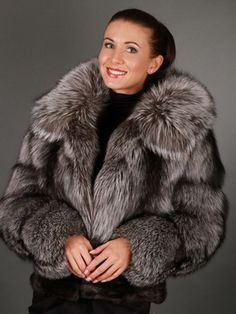 Fur coats from fox fur: photos of models with what to wear a fur coat from fox Big And Beautiful, Beautiful Women, Fox Fur Coat, Fur Coats, Fur Fashion, Womens Fashion, Model Photos, Fur Jacket, What To Wear