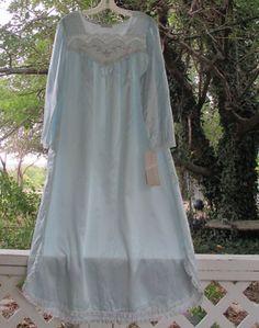 "Amoureuse RED Nightgown Robe  PEIGNOIR SET BELOW KNEE LENGTH Plus 1X  46/"" BUST"
