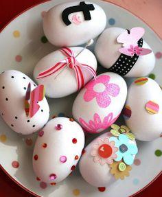 Seasonal Layouts :  Easter Eggs by Shannon Tidwell @2peasinabucket