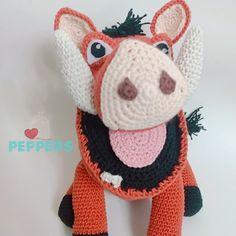 Hermoso amigurumi de Pumba, patrón propio de nuestra tienda Pumba, Crochet Hats, Instagram, Fashion, Tent, Amigurumi, Knitting Hats, Moda, Fashion Styles