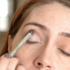 17 Unusual Beauty Tips From The Pros: Tilting your head back for shadow application.