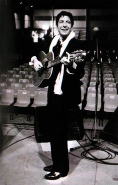 from http://drhguy.com/2013/10/09/photo-a-raffish-leonard-cohen-toulouse-1980/