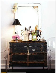 A Vintage Trunk as A Mini Bar.