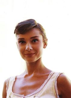Audrey Hepburn, what a beautiful photo Save your memories, whatever the era. http://www.saveeverystep.com
