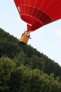 Steckt #Adrenalin in einer Ballonfahrt? Stürzt man ab, sicher. Doch dann ist es auch um #Wellness geschehn. #Adrenalinwellness. http://wellness-bummler.de/wellness-bummler-ballonfahrt/