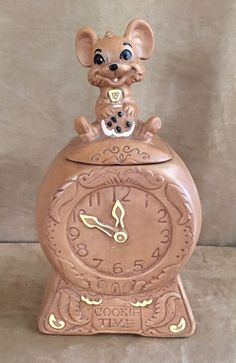 Twin Winton vintage cookie time jar mouse on top mid century pottery 1960 clock