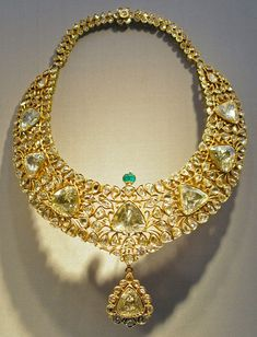 Appraise Diamond Jewelry Necklace ( Kanthi), South Deccan, Hyderabad, Gold Set with Diamonds, and Emeralds; Enamel Eight brilliant cut Diamonds of 10 to 15 carats each Royal Jewelry, Gems Jewelry, Indian Jewelry, Diamond Jewelry, Jewelry Necklaces, Jewelry Sets, Women Jewelry, Jewellery, Gold Set