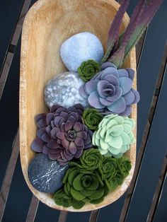 Rocks and succulents--made of FELT!--by Miasolé (I would have better luck with felt succulents than the real ones! Felt Flowers, Diy Flowers, Fabric Flowers, Paper Flowers, Felt Crafts, Fabric Crafts, Diy Crafts, Decoration St Valentin, Felt Succulents