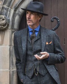 Always good having meaningful conversations with during and doesnt he wear superbly Photo: (Tags with photo) 3 Piece Tweed Suit, Mens Tweed Suit, Tweed Suits, 3 Piece Suits, Mens Suits, Der Gentleman, Gentleman Style, Suit Up, Suit And Tie