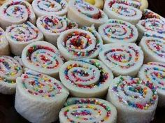 Roll up fairy bread-perfect for a picnic!Kids birthday party food ideas - recipes for kids birthday parties Rainbow Unicorn Party, Rainbow Birthday, 4th Birthday, Ballerina Birthday, Barbie Birthday, Fairy Birthday, 6th Birthday Parties, Unicorn Birthday, Ben Y Holly