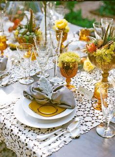 Fall Table Settings, Beautiful Table Settings, Wedding Table Settings, Autumn Table, Lace Table Runners, Garden Photos, Autumn Garden, Thanksgiving Table, Botanical Gardens
