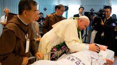 """La salud es un derecho de todos y no un privilegio, recuerda el Papa a médicos 07/05/2016 - 06:20 am .- En una audiencia a la organización italiana """"Médicos con África CUAMM"""" (Colegio Universitario de Aspirantes y Médicos Misioneros), el Papa Francisco recordó que  la salud es un """"derecho humano fundamental para todos"""" y advirtió de que """"no es un bien de consumo, sino un derecho universal, por lo que el acceso a los servicios sanitarios no puede ser un privilegio""""."""