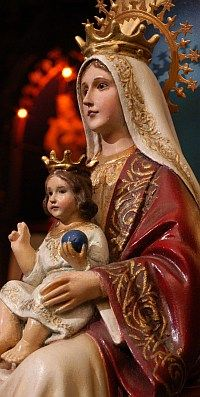 Na-Sra-Coromoto Nossa Senhora do Coromoto Our Lady of Coromoto. 17th century Marian apparition in Venezuela to the cacique and his wife as well as others.  Site is written in Portuguese.
