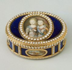 Antique Russian royal snuff box depicting grand dukes Alexander and Constantine Pavlovich. Gold, lapis lazuli, rock crystal, pearls, and enamel c1781-82