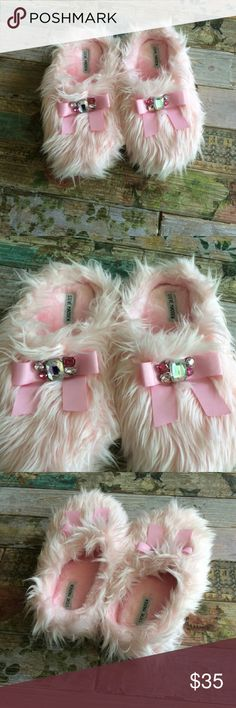 STEVE MADDEN Slip On Pink Fuzzy Slippers Super cute! Pink Fuzzy slippers with bows and jewels by Steve Madden brand new without tags Steve Madden Shoes Slippers
