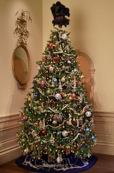 Tree celebrating the Costumes of Downton Abbey exhibition at Winterthur Gold Christmas Tree, Christmas Time Is Here, Beautiful Christmas Trees, Very Merry Christmas, Victorian Christmas, Xmas Tree, All Things Christmas, Christmas Holidays, Holiday Fun