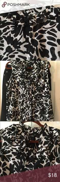 Black And white Blouse Black-and-white floral blouse with ruffles and front and button-down front This is 1X but fits large Tops Blouses