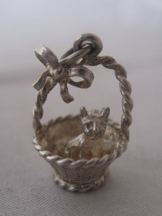 VINTAGE c1960 SILVER CAT IN BASKET WITH A BOW CHARM