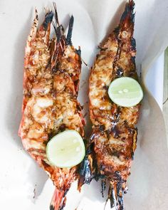 Delicious king prawns and a beautiful red snapper directly from the grill. Hey were marinated with garlic, soy sauce and some honey. Red Snapper, Prawn, Soy Sauce, Main Dishes, Grilling, Garlic, Honey, Restaurant, Eat