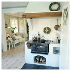 Underground Living, House Of Gold, Oven Design, Cosy Room, Homemade Home Decor, Pula, Wood Interiors, Small House Plans, Rustic Kitchen