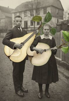 Photomontage : Julia Lillard, musiciens, poires, fruits