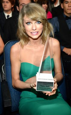 Taylor Swift - Dick Clark Award For Excellence - American Music Awards 2014.