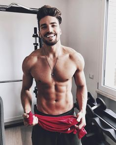 "188.4 mil curtidas, 977 comentários - Mariano Di Vaio (@marianodivaio) no Instagram: ""Comment if u did a Sunday training before lunc"