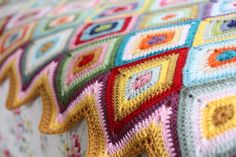 Ravelry: Colour Theory Blanket pattern by Sandra Paul Crochet Home, Love Crochet, Beautiful Crochet, Crochet Yarn, Crochet Throws, Crochet Afghans, Crochet Granny, Crochet Blocks, Crochet Motif