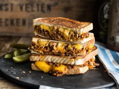 Sloppy Joe - Gegrilltes Sandwich mit Hack & Cheddar