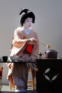 Untitled by Tamayura on Flickr - Geiko Katsuya performing a tea ceremony