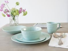 WIN a gorgeous new crockery set from Loaf worth over - Slummy single mummy Crockery Set, Red Plates, Comfy Sofa, Moving House, Breakfast In Bed, Dinner Sets, Dinner Plates, Pottery, Ceramics