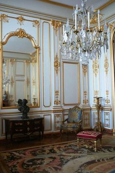 Built as a hunting lodge for François I, Château de Chambord is one of the finest examples of the Renaissance architecture in France. Decor, Interior Design, House Interior, French Decor, Home, French Interior, Elegant Interiors, Interior, French Architecture