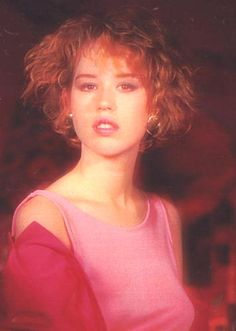 Molly Ringwald - That expression is so enticing and promising wow! Molly Ringwald, Pretty People, Beautiful People, Beautiful Women, Ella Enchanted, Carole, 80s Aesthetic, The Breakfast Club, Celebs