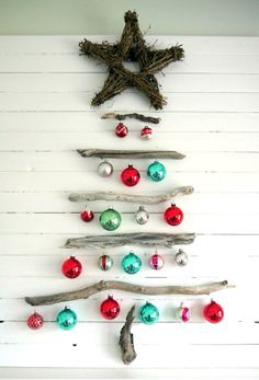 Small space DIY Christmas tree ideas // fallen branch crafty tree