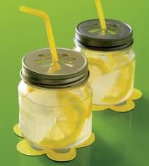 i like the idea of guest drinking out of a mason jar :)