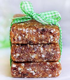 Homemade Larabars - and easy recipes for all the different flavors!