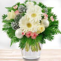Verschenken Sie diesen winterlichen Blumenstrauß pünktlich zur Weihnachtszeit und bereiten Sie Ihren Liebsten Freude.