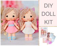 Felt Doll Patterns, Felt Animal Patterns, Easy Sewing Patterns, Stuffed Animal Patterns, Sewing Tutorials, Sewing Projects, Diy Doll Kit, Cute Dolls, Pretty Dolls