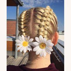 "Heli sanoo Instagramissa: ""#infinitydutchbraid 🌼🌼 . . . #hollantilainenkahdeksikkoletti #braidinghair #braidideas #braidingbad #instabraids #lettikampaus #trenzas…"""
