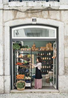 A grocery shop in lisbon worth the visit Deco Restaurant, Restaurant Design, Vitrine Design, Deli Shop, Supermarket Design, Fruit Shop, Farm Shop, Shop Fronts, Shop Interiors