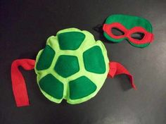 Felt mask and turtle shell! Available in each TMNT color (red, blue, orange, and purple) Turtle Birthday Parties, Ninja Turtle Birthday, Ninja Turtle Party, Birthday Favors, Holidays Halloween, Halloween Fun, Halloween Karneval, Tmnt Turtles, Turtle Costumes