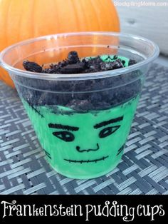 The perfect dessert for Halloween parties!  Your kids will love these!  A must pin!