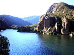 Dique Cabra Corral en Ciudad de Salta.   El dique Cabra Corral es un espejo de agua de 127 kilómetros cuadrados, ubicado a 65 Km de Salta Capital.   Es el segundo embalse más grande de Argentina y la principal reserva hídrica del Noroeste Argentino. En los alrededores del espejo de agua se puede hacer Trekking, Travesías, Montañismo, Escaladas, Mountain bike, Cabalgatas, Safaris fotográficos, Avistaje de aves y Agroturismo entre otras actividades.