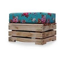 diy idea - pallet bench or footstool with cushion. Could use non pallet materials easily enough. Pallet Crates, Pallet Bench, Pallet Furniture, Wood Pallets, Furniture Plans, System Furniture, Diy Pallet, Pallet Ideas, Palette Diy