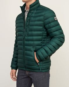 Built with a breathable windproof nylon shell, ultra light insulation with a 90% down fill that doesn't sacrifice warmth for weight, featuring a zipper closure, a mockneck, pockets at front at chest, a heritage logo patch at left sleeve, Imported<bR><br>Body and lining: 100% Nylon/ Filling: 90% Grey duck down/ 10% Grey duck feathers/ Filling 2: 100% Polyester fibers