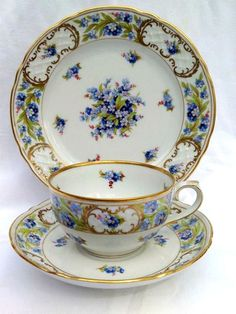 Vintage Schumann Arzberg Bavaria Germany Tea Cup and Saucer and desert plate… Tea Cup Set, My Cup Of Tea, Tea Cup Saucer, Tea Sets, Teapots And Cups, Teacups, Cuppa Tea, China Tea Cups, Tea Service