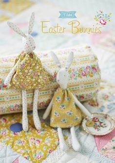 Free pattern for Tilda Easter Bunnies ~ scroll down to bottom of page for the bunnies Fabric Doll Pattern, Softie Pattern, Fabric Dolls, Bunny Crafts, Easter Crafts, Doll Patterns Free, Free Pattern, Sewing Toys, Free Sewing